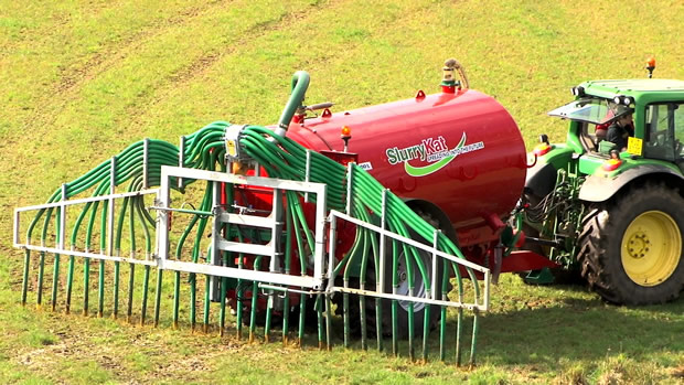 11000L Slurry Tanker Spreading Slurry