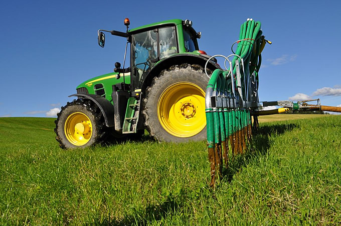 Dribble Bars by SlurryKat Engineering Limited. Standard 7.5 metre dribble bar working in field.