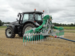 Slurry Dribble bar side view in action at the Field Demonstration, Driffield North Yorkshire