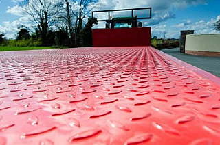 All SlurryKat flatbed trailers have a 4.5mm tread plate floor