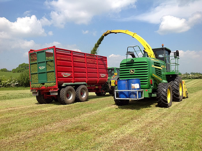 grassline-silage-trailer-in-field