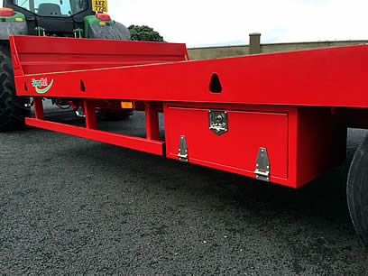 low loader trailer side view